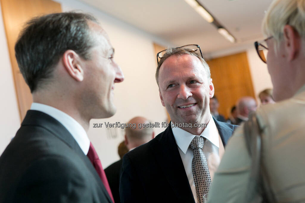 Stefan Dörfler (Erste Group), Frank Weingarts (UniCredit), © Martina Draper für BE / finanzmarktfoto.at (14.05.2013)