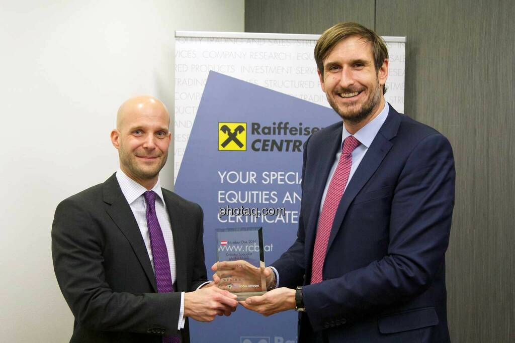 Christoph Moser (Weber & Co.), Martin Kreiner (RCB) - Number One Awards 2016 - Grösster Specialist Market Maker RCB, © photaq/Martina Draper (01.03.2017)
