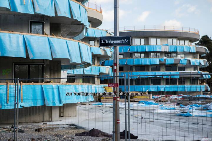 Die Wohngebäude nach Plänen des steirischen Architekten Thomas Pucher nehmen Form an - IC Development GmbH: DACHGLEICHE IM VIERTEL ZWEI (Fotocredit: IC Development)