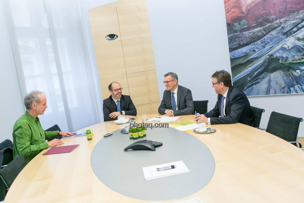 Christian Drastil (BSN), Paul Severin (Erste Asset Management, ÖVFA), Robert Ottel (voestalpine, Aktienforum), Harald Hagenauer (Österreichische Post, C.I.R.A.), © Martina Draper/photaq (03.03.2017)