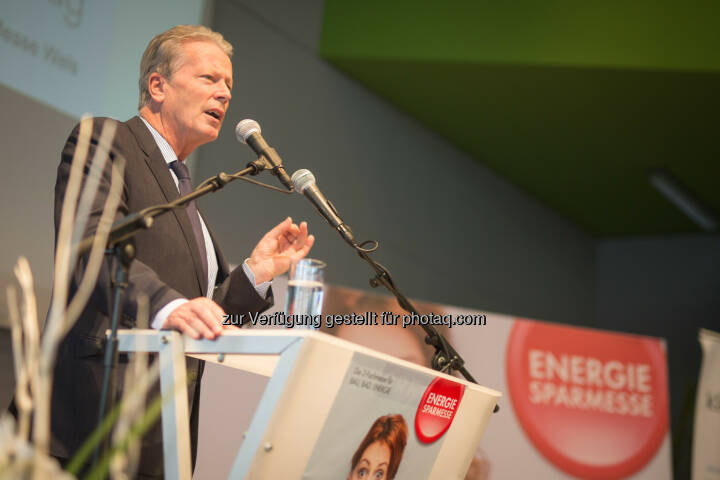 Bundesministerium für Wissenschaft, Forschung und Wirtschaft: Mitterlehner bei Energiesparmesse: Energieeffizienz ist wichtiger denn je (Fotocredit: BMWFW/Glaser)
