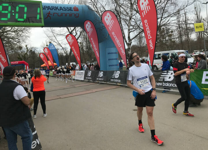 Josef Chladek im Ziel, 1 Min. kann man abziehen, 48:05