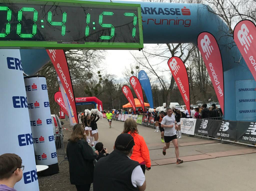 Christian Krupbauer im Ziel, 41:45 (05.03.2017)
