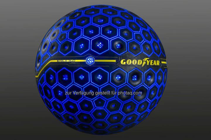 Der Eagle 360 Urban ist der erste kugelförmige Konzeptreifen von Goodyear mit künstlicher Intelligenz. Sein Laufflächendesign passt sich der Fahrsituation an - Goodyear Dunlop: Kugelreifen kann denken, fühlen, interagieren und sich verändern: Goodyear präsentiert Konzeptreifen Eagle 360 Urban mit künstlicher Intelligenz und sich verändernder Lauffläche (Fotocredit: Goodyear Dunlop)
