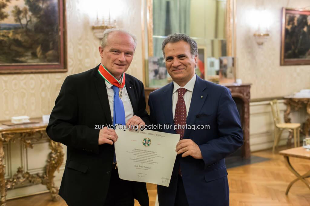Dr. Peter Thirring und S.E.Giorgio Marrapodi - Donau Versicherung AG Vienna Insurance Group: Hoher Orden der Republik Italien für Dr. Peter Thirring (Fotocredit: DONAU Versicherung), © Aussendung (07.03.2017)