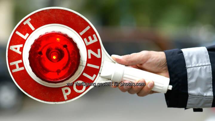 Halt Polizei - Drogendealer, Gangs, Jugendkriminalität - die Fälle dieser Polizisten sind nichts für schwache Nerven. Die Straßencops Ruhrgebiet - Jugend im Visier begleitet eine Spezialeinheit der Polizei hautnah bei ihren täglichen, dramatischen Einsätzen  - RTL II: Verbrechen in den Straßen von Duisburg: RTL II schickt Die Straßencops Ruhrgebiet auf Streife (Fotocredit: RTL II)