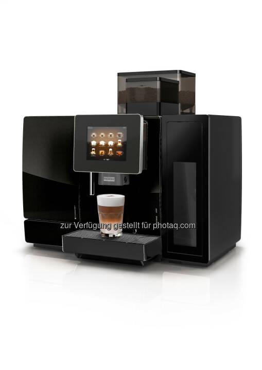 Die A600 von Franke Coffee Systems sorgt mit ausgeklügelter Schweizer Technik fuer individuelle Getränkezubereitung von höchster Qualität. Der intuitiv bedienbare Touchscreen eröffnet neue Dimensionen der Interaktion mit Kunden und Servicepersonal. So steigert die A600 den effizienten Getränkeservice. Die neueste Ausführung ist mit dem FoamMaster(TM) für fast grenzenlose Getränkevielfalt und mit dem automatischen Reinigungssystem EasyClean für tadellose Hygiene ausgestattet. - Franke Coffee Systems: A600: Alles für den perfekten Kaffee (FOTO) (Fotocredit: obs/Franke Coffee Systems/FRANKE)