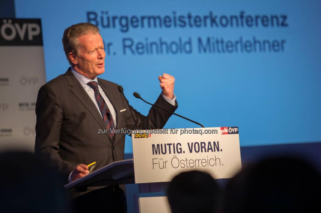 Reinhold Mitterlehner - ÖVP Bundesparteileitung: Mitterlehner eröffnet erste ÖVP Bürgermeister-Konferenz: Nur gemeinsam sind wir stark und erfolgreich (Fotocredit: ÖVP/Jakob Glaser), © Aussender (17.03.2017)