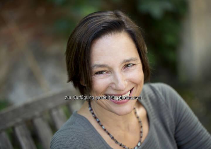 Die Autorin Karin Schreiner ist Expertin für interkulturelles Know-how, hält Vorträge und ist international als Trainerin für Unternehmen tätig: www.iknet.at - Solutions in PR: Kulturelle Vielfalt im Arbeitsalltag managen - Buchtipp (Fotocredit: Felicitas Matern)