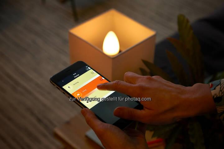 die lichtsteuerung ist vielf ltig per app auf dem smartphone oder tablet mit sprachsteuerung. Black Bedroom Furniture Sets. Home Design Ideas