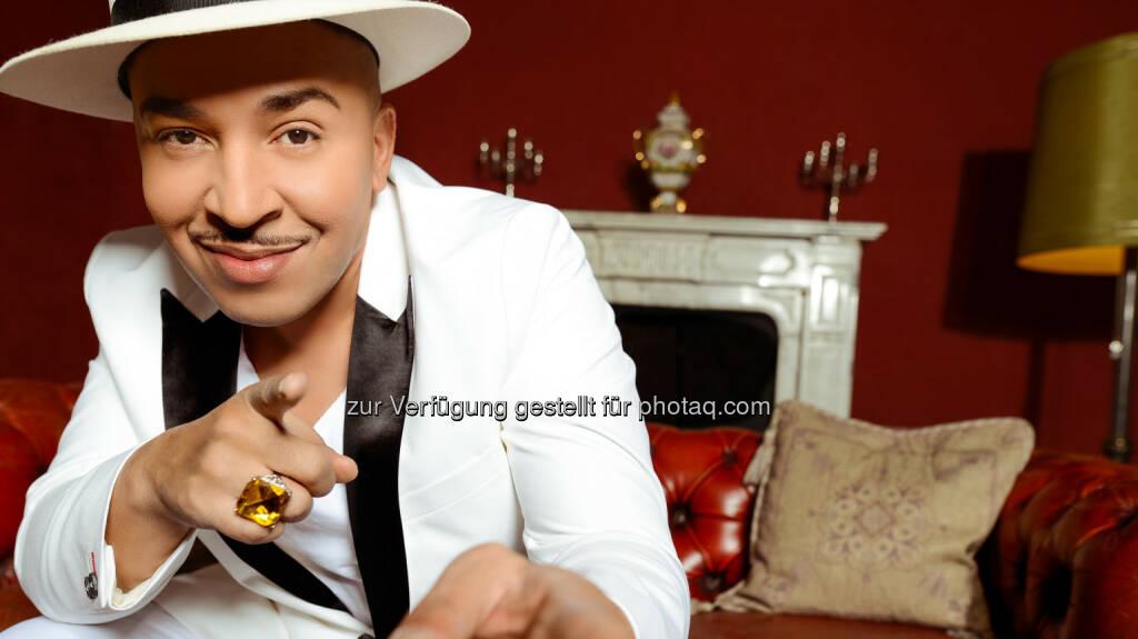 Pop Giganten: One Hit Wonder: Mit Mambo No. 5 konnte Lou Bega (Foto) im Jahr 1999 einen Sommerhit landen. Dabei lag sein Song zunächst zwei Jahre in der Schublade, bis er endlich entdeckt wurde. Doch dann schafft es der Mambo No. 5 zum weltweiten Hit, der bis heute mehr als 53 Millionen verkauft und mit Auszeichnungen aus aller Welt überhäuft wurde  - RTL II: Am 21. März bei RTL II: Pop Giganten: One Hit Wonder (Fotocredit: RTL II), © Aussendung (17.03.2017)