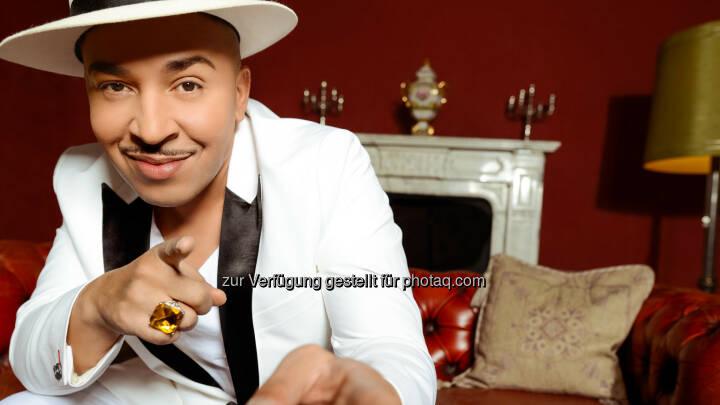Pop Giganten: One Hit Wonder: Mit Mambo No. 5 konnte Lou Bega (Foto) im Jahr 1999 einen Sommerhit landen. Dabei lag sein Song zunächst zwei Jahre in der Schublade, bis er endlich entdeckt wurde. Doch dann schafft es der Mambo No. 5 zum weltweiten Hit, der bis heute mehr als 53 Millionen verkauft und mit Auszeichnungen aus aller Welt überhäuft wurde  - RTL II: Am 21. März bei RTL II: Pop Giganten: One Hit Wonder (Fotocredit: RTL II)