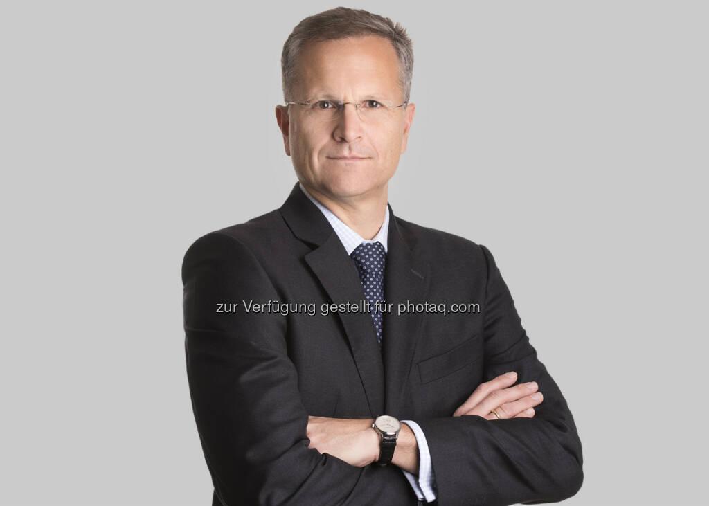 Ernst Brandl ist Gründungspartner von BTP und spezialisiert auf Kapitalmarkt-, Banken- und Wertpapieraufsichtsrecht. Er vertritt Banken, Versicherungsunternehmen und Wertpapierdienstleistungsunternehmen in Gerichtsverfahren und gegenüber der Finanzmarktaufsicht. Seine Schwerpunkte sind Compliance, Geldwäscheprävention und Risikomanagement sowie Haftung für angebliche falsche Beratung. Als ehemaliger Rechtsabteilungsleiter der Bundeswertpapier-Aufsicht (nunmehr Finanzmarktaufsicht) bietet er seinen Mandanten neben seiner fachlichen Expertise vor allem auch Einblick in die Arbeitsweise der zuständigen Aufsichtsbehörde. Ernst Brandl ist ein beliebter Redner und gibt sein Wissen gern in Vorträgen und wissenschaftlichen Publikationen weiter. - Brandl & Talos Rechtsanwälte GmbH: Wegweisendes positives Urteil für die Raiffeisen-Bezirksbank Klagenfurt: Sie bekommt als Depotbank im AvW-Verfahren Recht (Fotocredit: Matthias Nemmert), © Aussender (17.03.2017)