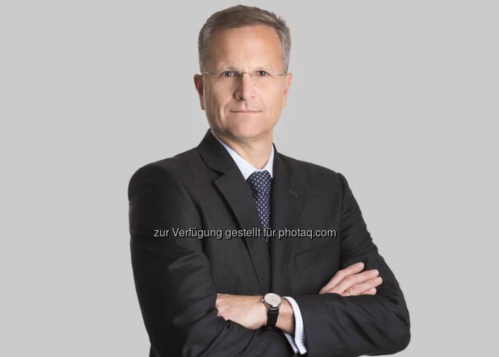 Ernst Brandl ist Gründungspartner von BTP und spezialisiert auf Kapitalmarkt-, Banken- und Wertpapieraufsichtsrecht. Er vertritt Banken, Versicherungsunternehmen und Wertpapierdienstleistungsunternehmen in Gerichtsverfahren und gegenüber der Finanzmarktaufsicht. Seine Schwerpunkte sind Compliance, Geldwäscheprävention und Risikomanagement sowie Haftung für angebliche falsche Beratung. Als ehemaliger Rechtsabteilungsleiter der Bundeswertpapier-Aufsicht (nunmehr Finanzmarktaufsicht) bietet er seinen Mandanten neben seiner fachlichen Expertise vor allem auch Einblick in die Arbeitsweise der zuständigen Aufsichtsbehörde. Ernst Brandl ist ein beliebter Redner und gibt sein Wissen gern in Vorträgen und wissenschaftlichen Publikationen weiter. - Brandl & Talos Rechtsanwälte GmbH: Wegweisendes positives Urteil für die Raiffeisen-Bezirksbank Klagenfurt: Sie bekommt als Depotbank im AvW-Verfahren Recht (Fotocredit: Matthias Nemmert)