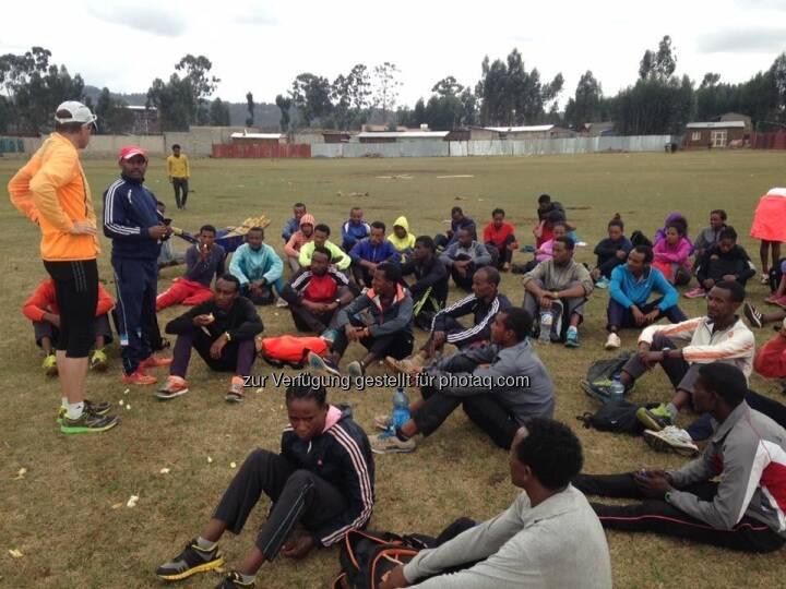 äthiopische läufer, sitzen, warten