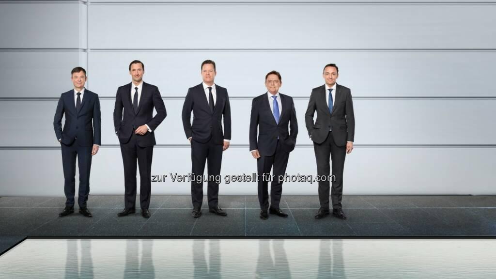 Der Vorstand der Wilo Gruppe (vlnr.): Dr. Markus Beukenberg (CTO), Eric Lachambre (COO), Oliver Hermes (Vorsitzender des Vorstands & CEO), Mathias Weyers (CFO) und Carsten Krumm (COO). - Wilo Gruppe: Wilo: Auf dem Weg in die digitale Zukunft (Fotocredit: obs/Wilo Gruppe/WILO SE), © Aussender (27.03.2017)