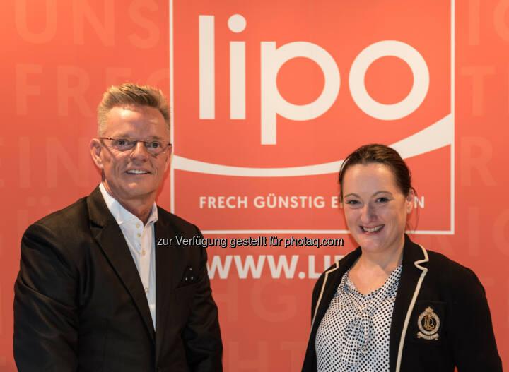 Dirk Herzig, Lipo Geschäftsführer und Catherine Ladwein, Lipo Marketing & Kommunikation - Lipo Möbelhandels GmbH: Die Schweizer kommen! Und dann können sich auch die Österreicher endlich wirklich frech günstig einrichten (Fotocredit: Lipo Möbelhandels GmbH)