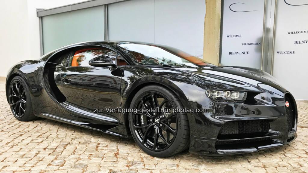 Er ist schon jetzt eine Legende - der nicht nur von den Fans lang ersehnte Nachfolger des Bugatti Veyron. Diesmal trägt er den Namen Chiron und stellt allein von den Leistungsdaten her alles in den Schatten, was sonst noch so an automobilen Überfliegern unterwegs ist. Extremer geht es nicht: 1.500 PS stark, weit über 400 km/h schnell - und 3 Millionen Euro teuer! - RTL II: GRIP - Das Motormagazin: Der neue Bugatti Chiron (Fotocredit: RTL II), © Aussendung (31.03.2017)
