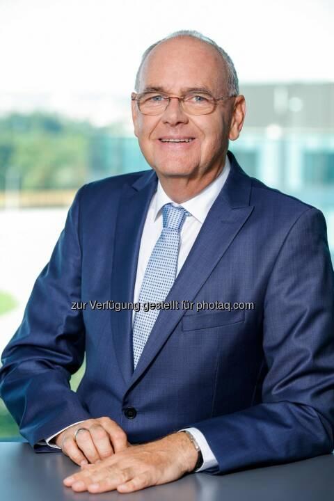 CPB SOFTWARE AG Vorstandsvorsitzender Peter Thomayer - Dr. Ricki Weiss PR Management & International Consulting: CPB Software AG unterzeichnet Vertriebsvereinbarung mit Objectway für Österreich, Deutschland und Schweiz (Fotograf: Christian Husar)
