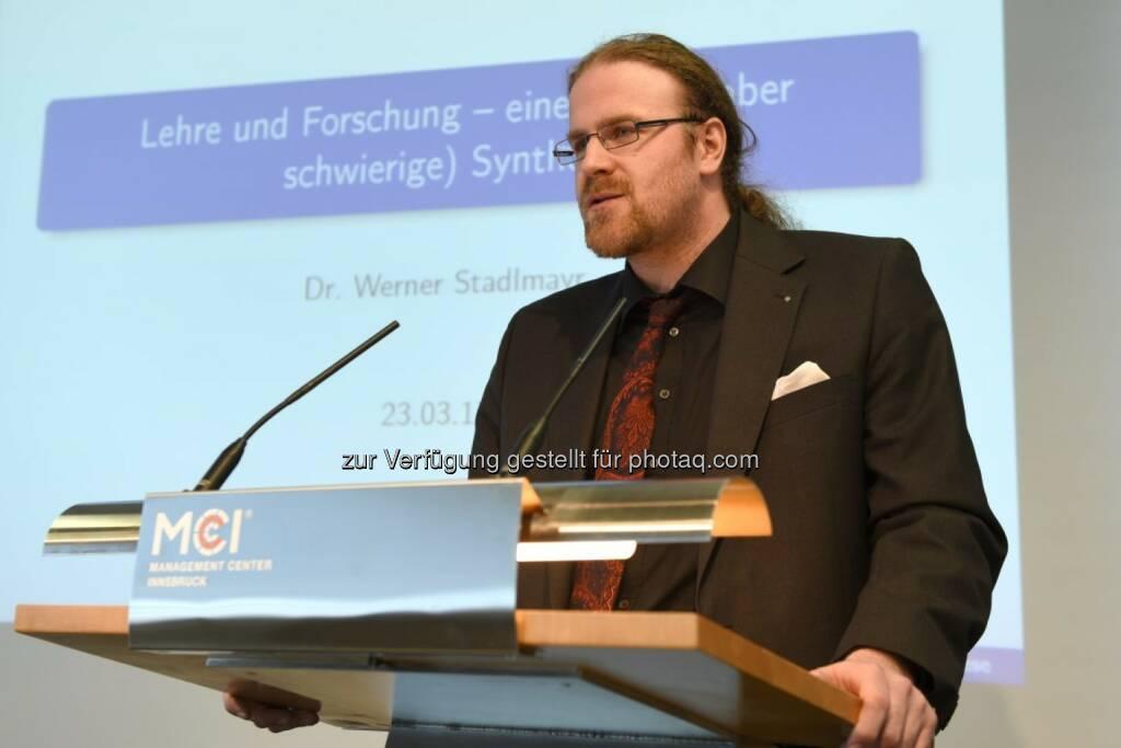 FH-Prof. Dr. rer.nat. Werner Stadlmayr bei seiner Antrittsvorlesung am MCI. - MCI Management Center Innsbruck: MCI-Professur an Werner Stadlmayr (Fotocredit: MCI), © Aussender (03.04.2017)