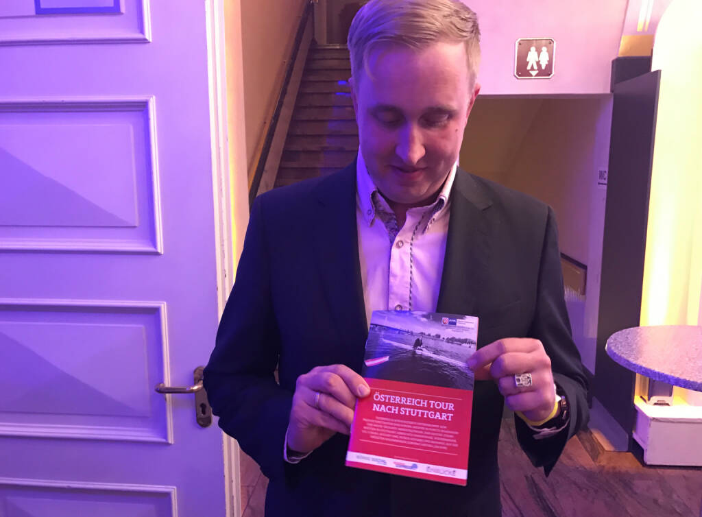 Ulrich Hanke mit dem Mini-  http://www.boerse-social.com/magazine , beigelegt bei http://markteinblicke.de #invest2017 (09.04.2017)