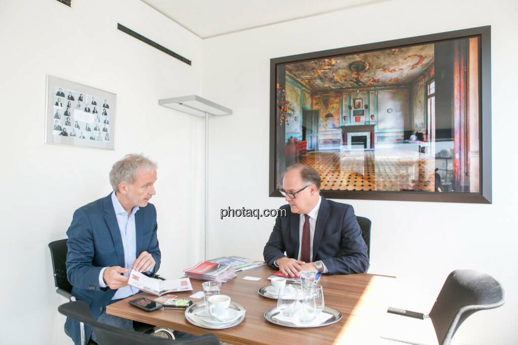 Christian Drastil (BSN), Thomas Gindele (Deutsche Handelskammer in Österreich), © Martina Draper/photaq (10.04.2017)