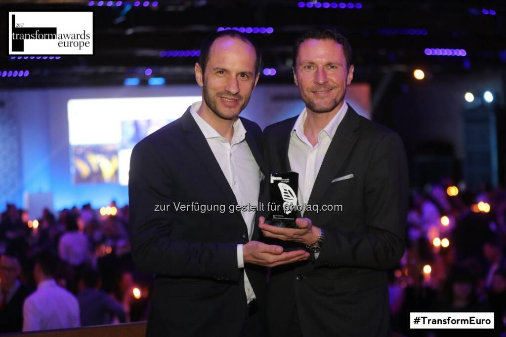 Cornelius Ringe (Wesound) und Mag. Ulf Schöttl (Marketingleiter Manner) in London bei der Verleihung - Josef Manner u. Comp. AG: Transform Award Europe in Silber geht an Manner (Fotocredit: Steve Pope - Fotowales), © Aussendung (14.04.2017)
