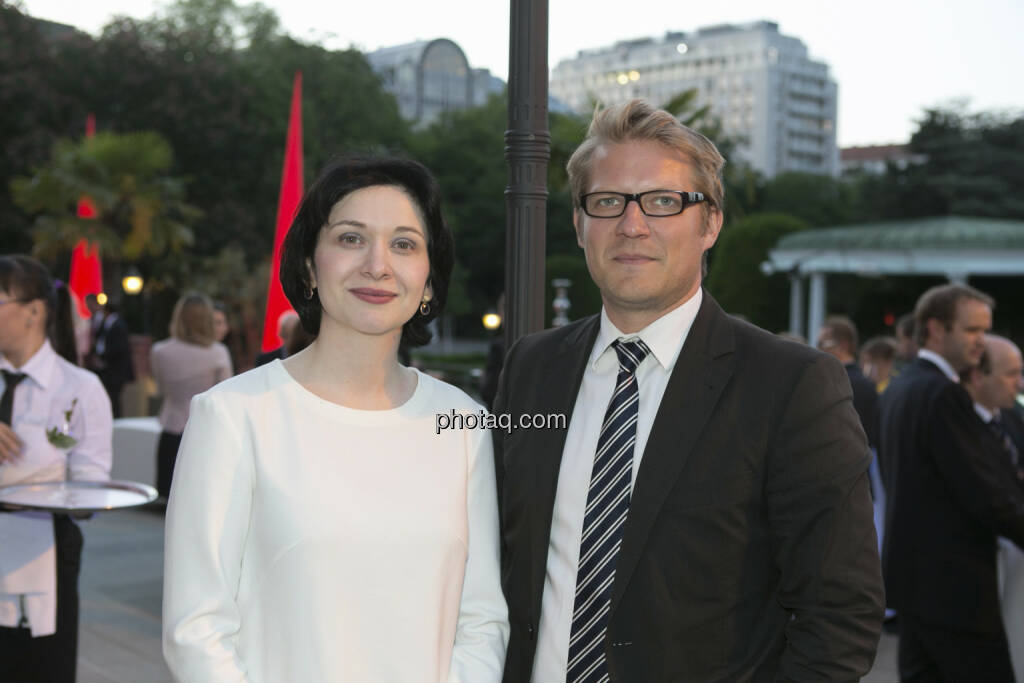 Diana Klein (Strabag), Roland Mayrl (Metrum), © finanzmarktfoto/Martina Draper (15.05.2013)