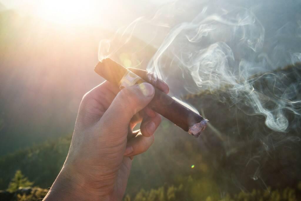 Rauchen, Zigarre, Relax, Relaxen, Entspannen, Reich (Bild: Pixabay/Pexels https://pixabay.com/de/zigarren-zigarette-rauchen-raucher-1281672/ ) (21.04.2017)