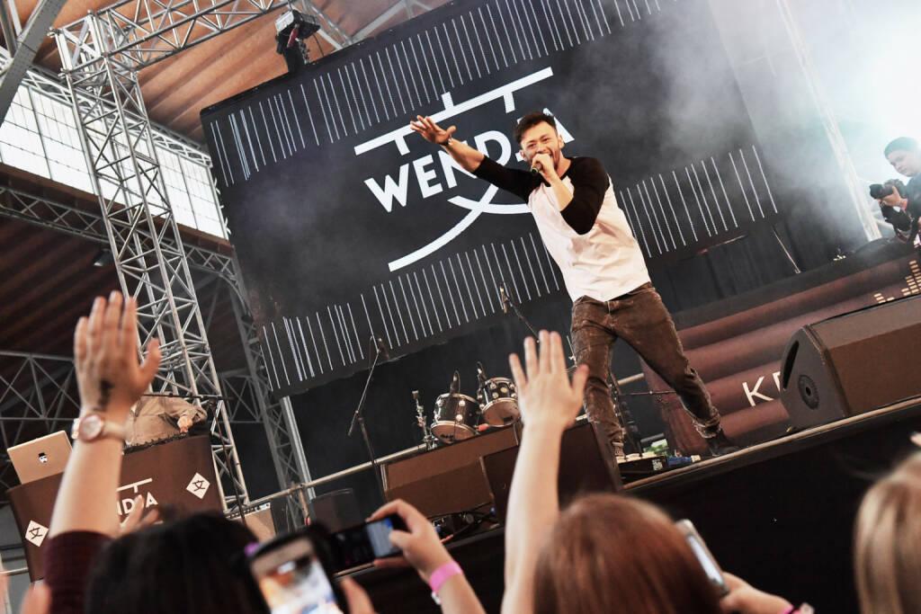 Wednja und andere performen live on stage (Bild: Matthias Buchwald) (22.04.2017)