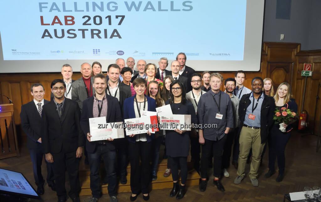 TeilnehmerInnen und Jury des Falling Walls Lab Austria 2017 - Alpbacher Technologiegespräche: Falling Walls Lab Austria: 14 Talente aus acht Nationen präsentierten ihre innovativen Ideen (Fotocredit: AIT / Johannes Zinner), © Aussender (25.04.2017)