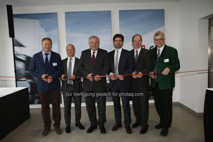 Franz Glanz (Geschäftsführer der GlaRi GmbH & Co AG), Bernd Labugger (Geschäftsstellenleiter von DB Schenker Graz-Wundschuh), Landeshauptmann Hermann Schützenhöfer, Helmut Scheighofer (CEO von DB Schenker in Österreich und Südosteuropa), Herbert Ritter (Geschäftsführer der GlaRi GmbH & Co AG), Karl Brodschneider (Bürgermeister der Gemeinde Wundschuh): DB Schenker in Österreich: Feierliche Eröffnung des neuen DB Schenker Logistik-Zentrums in Graz mit Landeshauptmann Hermann Schützenhöfer (C) DB Schenker