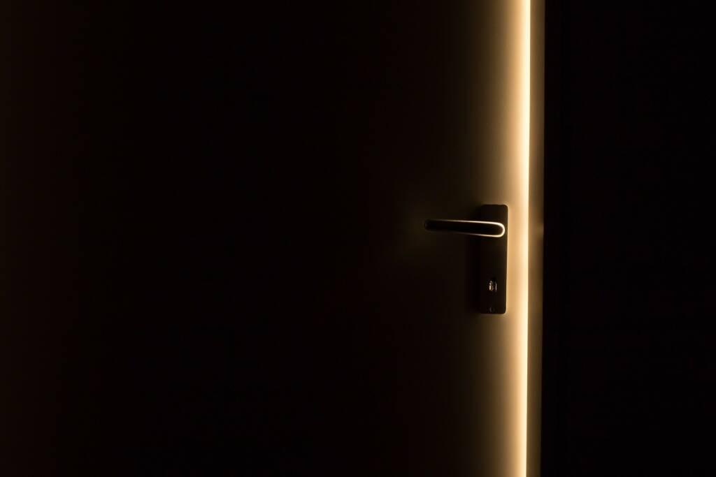 Tür, Öffnen, Herein, Offen, Tor, Licht (Bild: Pixabay/Pexels https://pixabay.com/de/dunkel-tür-türgriff-licht-1852985/ )  (09.05.2017)