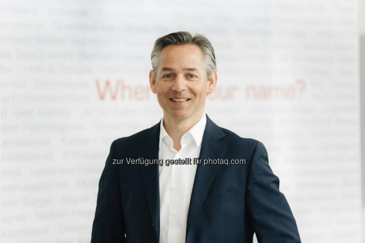 Norbert Rotter, Vorstandsvorsitzender der itelligence AG: Gleich vier Mal, zwei Mal als Gewinner und zwei Mail als Finalist des Pinnacle Award von der SAP ausgezeichnet zu werden, ist selbst für uns, einen der weltweit engsten SAP-Partner, außergewöhnlich gut - itelligence AG: Doppelerfolg für itelligence - SAP-Beratungshaus gewinnt 2017 zwei SAP Pinnacle Awards und wird zweimal Finalist (Fotocredit: itelligence AG)