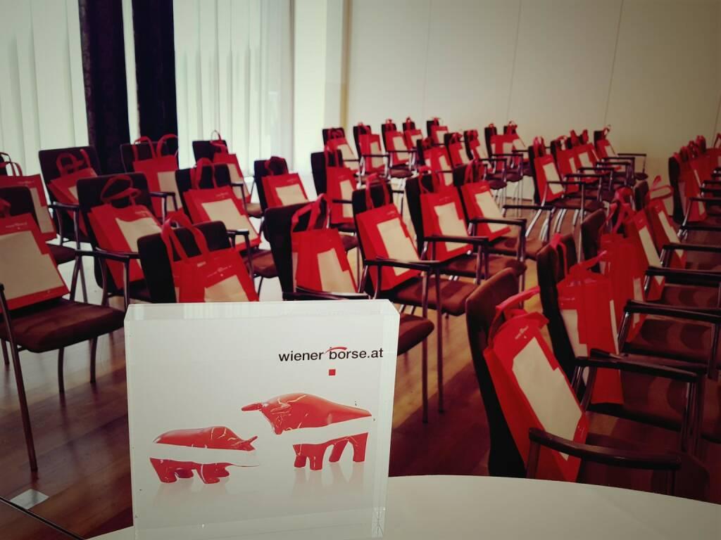 Wiener Börse - Anita Schatz - Heute präsentieren sich  S IMMO AG,  OMV und   AT&S beim Börse-Informationstag der  Wiener Börse AG in Klagenfurt! Außerdem dabei ÖVFA und Zertifikate Forum Austria. Wir freuen uns auf 50 Wertpapierberater. Mehr unter https://lnkd.in/gzD6Wr7 (17.05.2017)