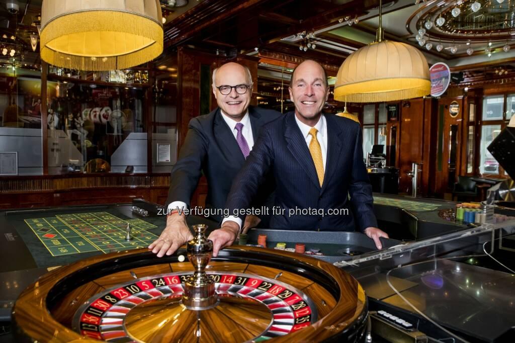 Dr. Karl Stoss und Dr. Alexander Labak - Casinos Austria: Casinos Austria: Alexander Labak zum Vorstand ernannt (Fotograf: Achim Bieniek / Fotocredit: Casinos Austria), © Aussender (19.05.2017)