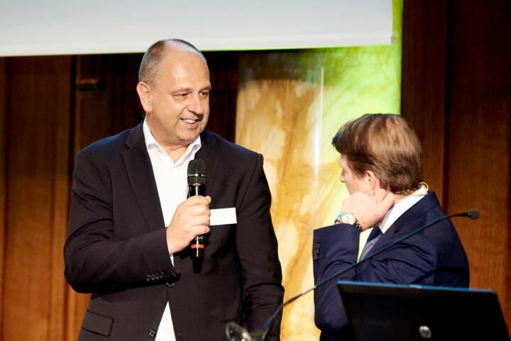 Robert Ulm (flatex.at), Lars Brandau (DDV) - Zertifikate Award Austria 2017 (Fotocredit: Zertifikate Forum Austria)