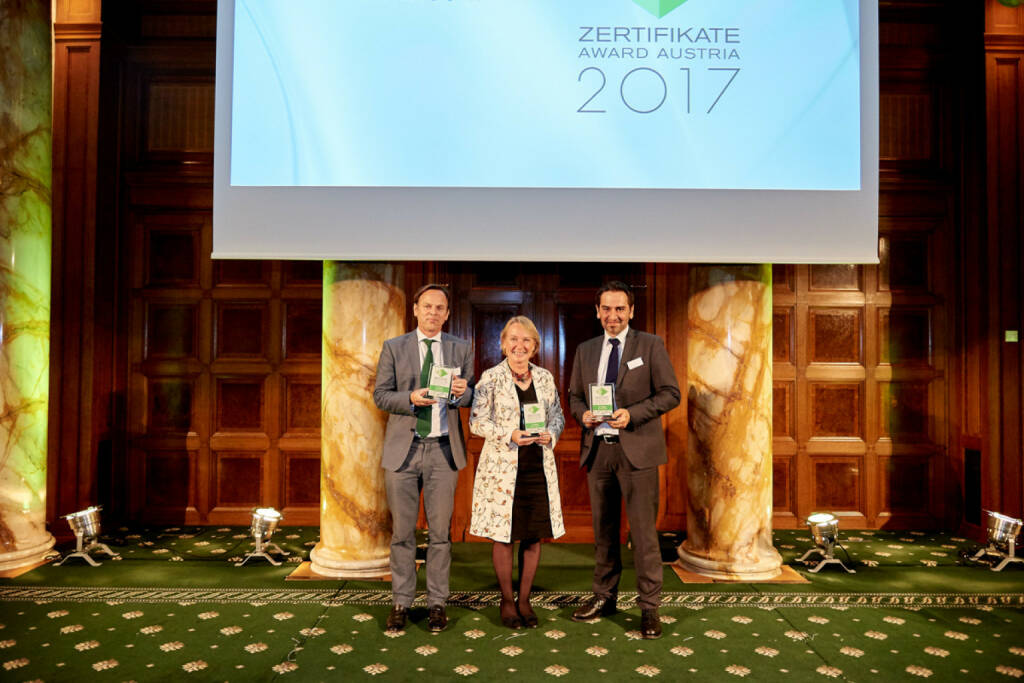 Gesamtsiegerbild - Volker Meinel (BNP Paribas), Heike Arbter (RCB), Uwe Kolar (Erste Group) - Zertifikate Award Austria 2017 (Fotocredit: Zertifikate Forum Austria), © Zertifikate Forum Austria (19.05.2017)