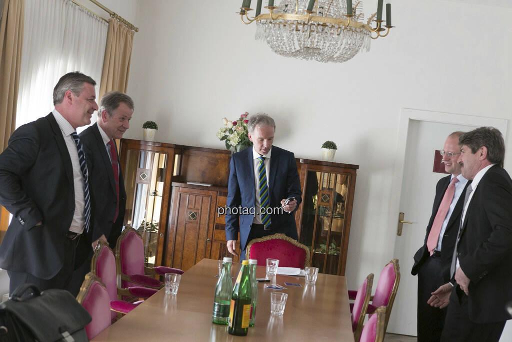 Thomas Doll (conwert), Eduard Zehetner (Immofinanz), Christian Drastil, Florian Nowotny (CA Immo), Ernst Vejdovszky (S Immo), © finanzmarktfoto.at/Martina Draper (15.05.2013)