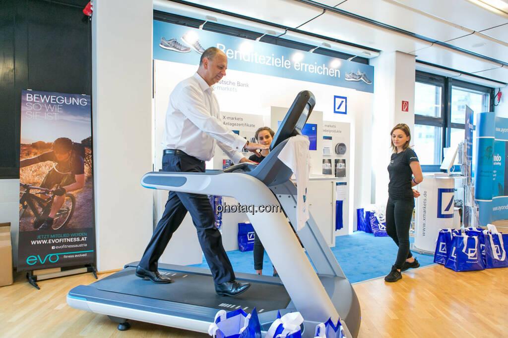 Robert Ulm (flatex.at), Laufband https://evofitness.at , Deutsche Bank X-markets, Börsentag Wien, 20.5.2017, © Martina Draper photaq.com (am Ende der Diashow zusätzlich diverse Handy-Pics) (21.05.2017)