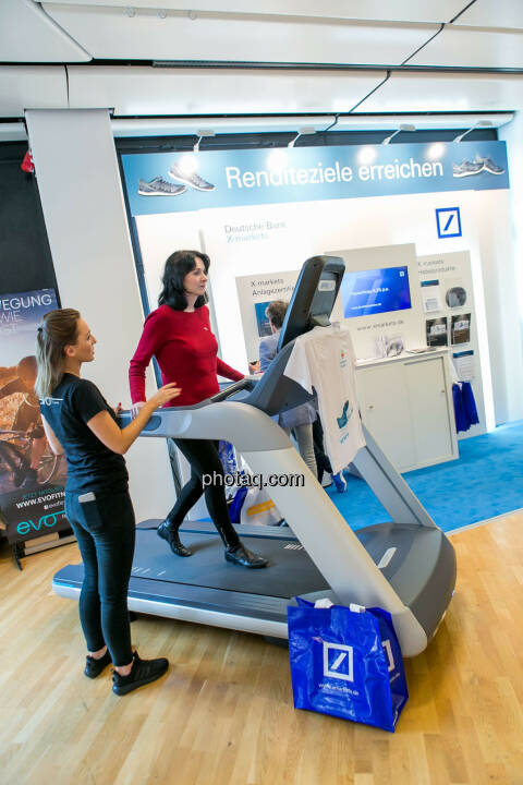 Diana Klein (Strabag), Laufband https://evofitness.at , Deutsche Bank X-markets, Börsentag Wien, 20.5.2017
