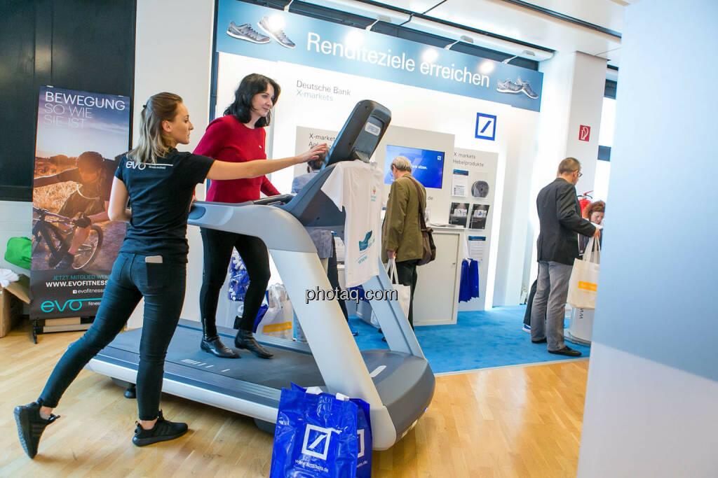 Diana Klein (Strabag), Laufband https://evofitness.at , Deutsche Bank X-markets, Börsentag Wien, 20.5.2017, © Martina Draper photaq.com (am Ende der Diashow zusätzlich diverse Handy-Pics) (21.05.2017)
