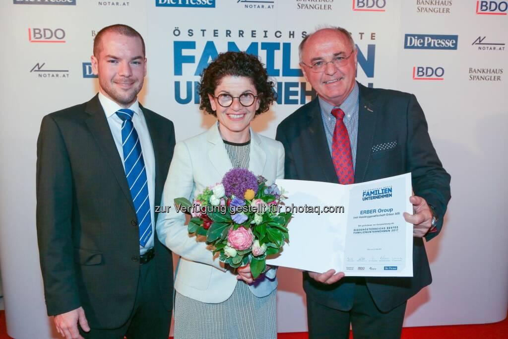 "Lukas Erber, Margarete Erber, Ing. Erich Erber, PhD h.c. - Erber AG: ERBER AG bestes Familienunternehmen Niederösterreichs (Fotocredit: ""Die Presse""/Richard Tanzer), © Aussender (30.05.2017)"