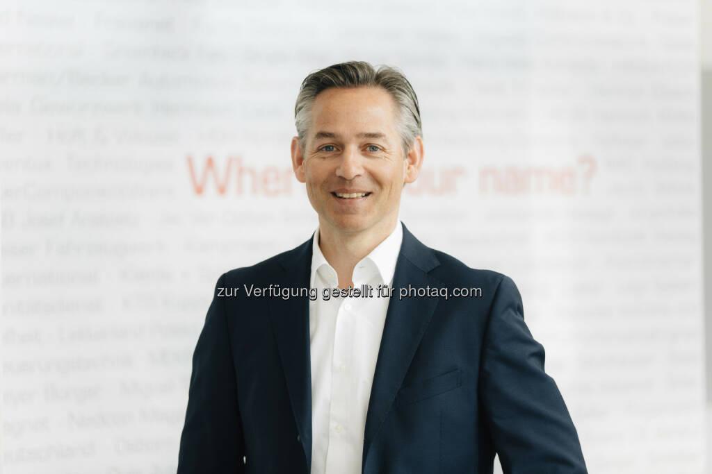 Norbert Rotter, CEO itelligence AG: Mit Goldfish verstärken wir unsere Präsenz in der wirtschaftlich bedeutenden Benelux-Region. Wir erschließen uns interessante, wachstumsstarke Kunden, insbesondere aus der Pharmabranche, dem Bereich Life Sciences sowie dem Lebensmittel- und Agrarsektor. Das itelligence SAP-Portfolio schafft in diesem Marktsegment ein enormes Innovationspotenzial für unsere neuen Benelux-Kunden. Wir freuen uns über das Know-how der branchenerfahrenen Goldfish-Kollegen, das wir zukünftig weltweit nutzen werden. - itelligence AG: SAP-Beratungshaus Golfisch ICT wird Teil der itelligence Gruppe - itelligence Benelux übernimmt Goldfish ICT (Fotograf: Michael Adamski / Fotocredit:itelligence AG), © Aussender (01.06.2017)