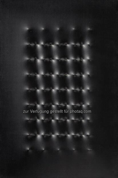 Enrico Castellani, Superficie nera, 60 x 40 cm erzielter Preis € 280.900, © Dorotheum  (17.05.2013)