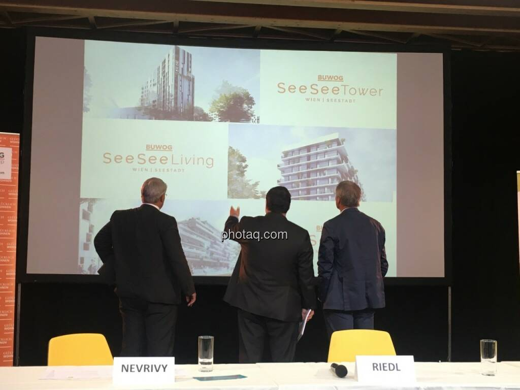 von links: Ernst Nevrivy (Bezirksvorsteher Donaustadt), Daniel Riedl (CEO Buwog AG) und Gerhard Schuster (3420 aspern development AG), © Christine Petzwinkler (12.06.2017)