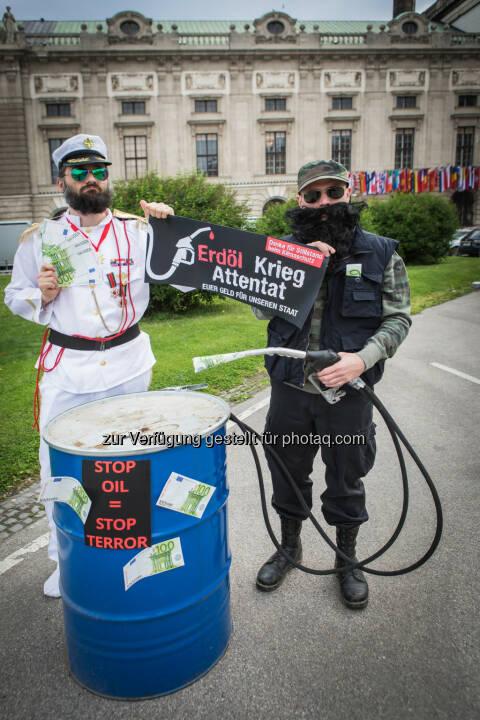 Künstlerkollektiv Kohlenstoff: Österreich bekommt Freundschaftspreis des internationalen Terrors (Fotocredit: Künstlerkollektiv Kohlenstoff)