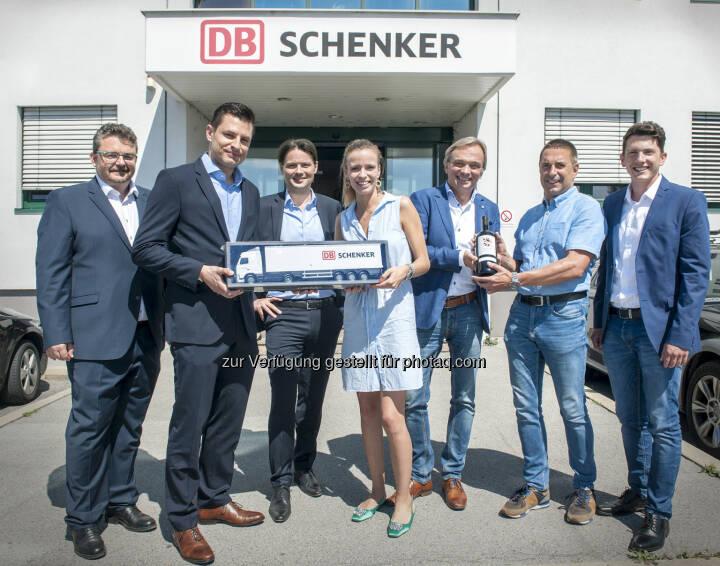 Im Bild von links nach rechts: Wolfgang Fischer (DB Schenker), Martin Hackl (DB Schenker), Matthias Eder (DB Schenker), Caro Kammerer (WEIN & CO), Harry Matzl (DB Schenker), Wolfgang Frühbauer (WEIN & CO), Christoph Fiedler (WEIN & CO) - DB Schenker in Österreich: WEIN & CO setzt künftig auf Expertise von DB Schenker (Fotograf: STEFANIE J. STEINDL / Fotocredit: DB Schenker)