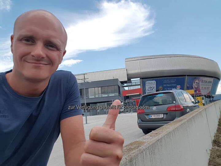 Markus Steinacher vor dem Wörthersee Stadion