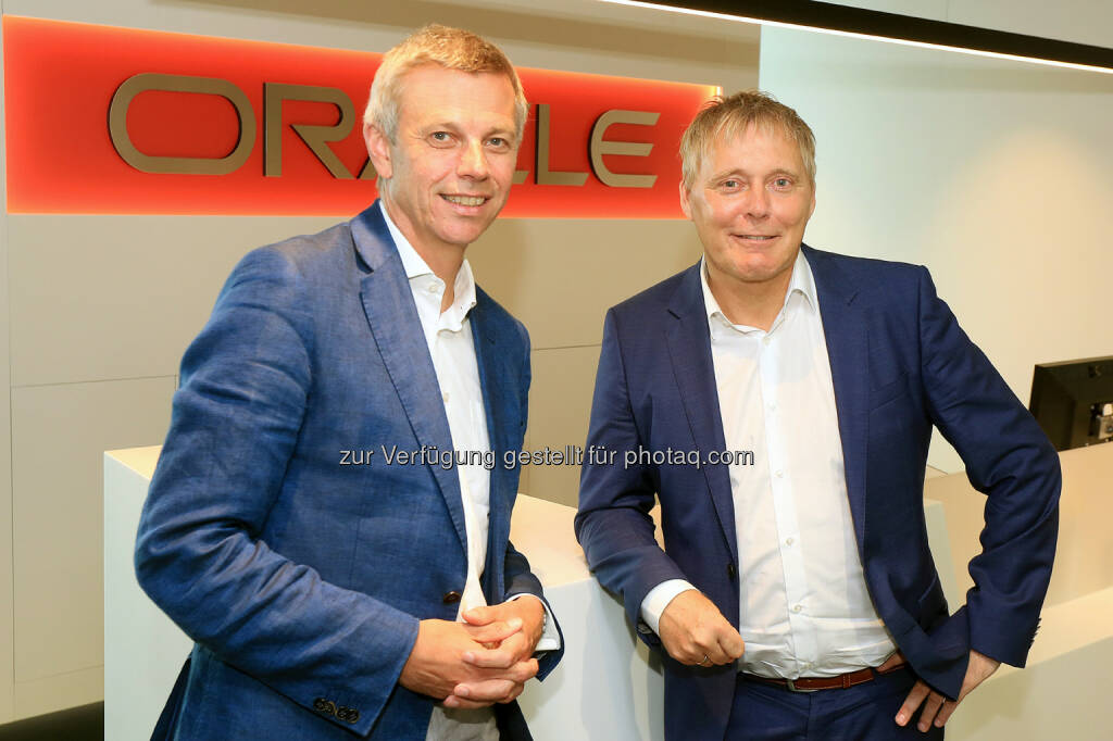 Martin Winkler, Country Manager Oracle Austria und Henrik Andreasen, CIO Zumtobel Group - Oracle Austria GmbH: Oracle Austria unterstützt Digitalisierung der Zumtobel Group (Bild: Oracle Austria/APA-Fotoservice/Hautzinger), © Aussendung (27.06.2017)